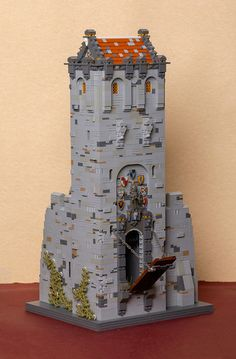 Franko Komljenovic built a large castle entrance that is slated to be combined with a church as part of a larger MOC. The best part of this model is the texture and attention to detail of the drawbridge and roof. Chateau Lego, Lego Burg, Minecraft Welten, Lego Army, Lego Boards, Amazing Lego Creations, Lego Craft, All Lego, Lego Room