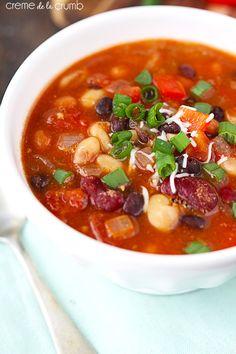Five Bean Vegetarian Chili Recipe ~ healthy, yet hearty vegetarian five-bean chili with savory spices! Bean Recipes, Chili Recipes, Veggie Recipes, Soup Recipes, Cooking Recipes, Veggie Food, Recipies, Dinner Recipes, Vegetarian Cookbook