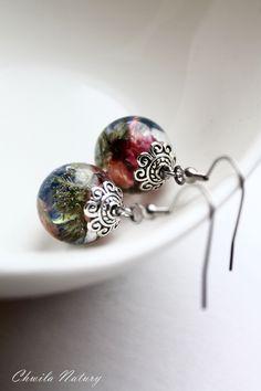 Ręcznie wykonane kolczyki z kwiatami żarnowca i żmijowca.