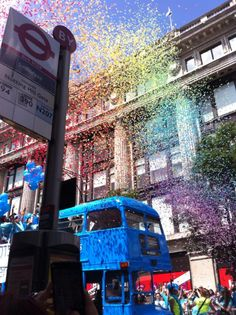 Confetti can be used to create very different special effects. Let us use our confetti ingenuity to bring your ideas to life. Confetti Gender Reveal, London Pride, Special Effects, Travel, Life, Viajes, Destinations, Traveling, Trips