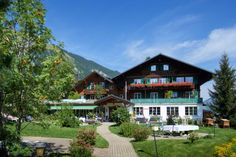 Hotel Waldrand Lenk im Berner Oberland Style At Home, Facade House, Hotels, Freundlich, Restaurant, Olympia, Madrid, Cabin, Mansions