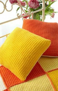 Sunshine Cushion Free Knitting Pattern from Red Heart Yarns