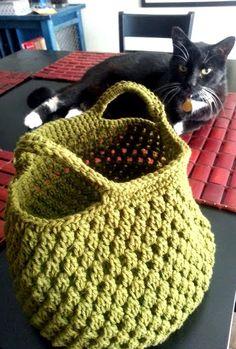 Green Lunch Tote - crochet basket Clutch En Crochet, Crochet Shell Stitch, Crochet Market Bag, Crochet Motifs, Crochet Handbags, Crochet Purses, Knit Or Crochet, Crochet Crafts, Crochet Hooks