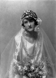 Bride, c. 1920. ¡¡¡€€€€!!!!....http://www.pinterest.com/linnerp/vintage-weddings/