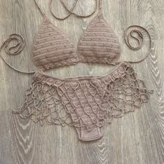Motif Bikini Crochet, Crochet Romper, Crochet Crop Top, Crochet Clothes, Knit Crochet, Crochet Fashion, Diy Fashion, Lingerie Crochet, Costumes Faciles