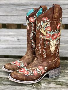 Corral women s deer skull embroidery distressed tan square toe boots cowboy boots and western clothing painted cowgirl western store cowgirl boots on yws style spread in savannah georgia Mode Country, Estilo Country, Country Boots, Country Western Outfits, Country Style Outfits, Estilo Cowgirl, Cowgirl Style, Gypsy Cowgirl, Boho Shoes
