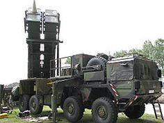 El MIM-104 Patriot es un sistema de misiles tierra-aire de largo alcance fabricado por la compañía estadounidense Raytheon. Creados para reemplazar a los Nike-Hercules como misiles de altitud media-alta, los Patriot se hicieron populares tras la Guerra del Golfo, donde se usaron masivamente.