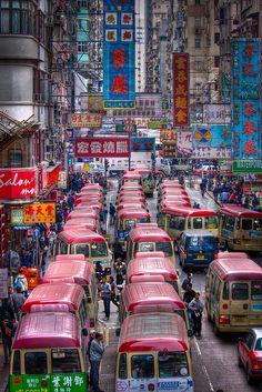 Atasco de mini-autobuses en Hong Kong, China. (Una pasada!)