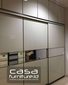 "88 Suka, 4 Komentar - KITCHEN SET,LEMARI MINIMALIS (@casafurniture.id) di Instagram: ""Lemari pakaian di Jln Kramat Jaya Baru, Johar Baru, Jakarta Pusat.  Finishing hpl Egg white glossy.…"" Kitchen Sets, Wardrobes, Divider, It Is Finished, Jakarta, Interior, Room, Closet, Furniture"