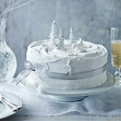 Classic Victorian Christmas Cake recipe, from Mary Berry& Christmas Collectionredmagazine Mary Berry Christmas Cake, Noel Christmas, Victorian Christmas, Christmas Baking, White Christmas, Christmas Cake Decorations, Christmas Cakes, Christmas Recipes, Christmas Biscuits