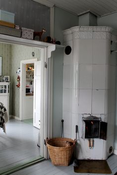 Cosy to the limit Vintage Shabby Chic, Vintage Decor, Utility Room Designs, Old Country Houses, Swedish House, Swedish Design, Scandinavian Interior, Room Interior, My Dream Home