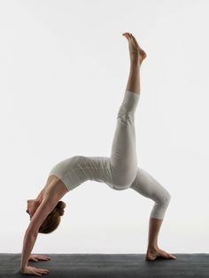 Power yoga is a term we often get to come across with these days. What is it exactly? Is it any different from the traditional yoga? What is its methodology? What are its benefits? We would deal with all these questions in this article at length.