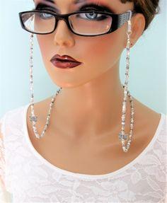 Silver Eyeglass Chain With Butterfly Eyeglass Holder Beaded Jewelry Designs, Handmade Jewelry, Diy Necklace Holder, Lanyard Necklace, Eyeglass Holder, Silver Beads, Eyeglasses, Chain, Jewelry Making