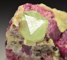 Gemmy Rhodizite rich of Rubidium (Rb) with Rubellite - Tetezantsio, Madagascar