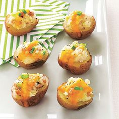 Ham and Cheddar Potato Skins We took this traditionally high-fat appetizer and gave it a makeover using reduced-fat sour cream, a reduced amount of cheese, and smaller potatoes to keep these bites portion-controlled. Gluten Free Appetizers, Appetizers For A Crowd, Healthy Appetizers, Appetizer Recipes, Holiday Appetizers, Appetizer Ideas, Best Superbowl Food, Healthy Superbowl Snacks, Tailgating Recipes