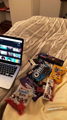 Creative Instagram Stories, Instagram Story Ideas, Netflix And Chill Tumblr, Photographie Indie, Mode Poster, Snap Food, Food Snapchat, Insta Photo Ideas, Tumblr Photography