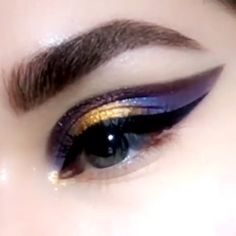 Galaxy winged eye makeup tutorial to make your eyes look stunning with a winged space inspired style. Galaxy winged eye makeup tutorial to make your eyes look stunning with a winged space inspired style. Makeup Eye Looks, Eye Makeup Art, Colorful Eye Makeup, Eye Makeup Tips, Eyeshadow Looks, Eyeshadow Makeup, Beauty Makeup, Face Makeup, Egyptian Eye Makeup