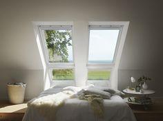 Lite soverom? Spar plass ved å ha sengen rett under takvinduene, og fall i søvn med resten av universet