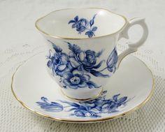 Taza de té de flor de corona azul de Staffordshire y platillo, China de hueso Vintage