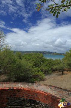 #Martinique - L'Ilet Chancel - Vue sur la côte et la Baie du Robert depuis le four à chaux