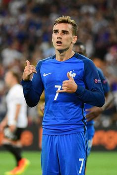 Antoine Griezmann was awesome today! I loved how Griezmann was humble after his goal since he considered Uruguay as his second country. Fifa Football, Madrid Football, Antoine Griezmann, Cristiano Ronaldo, Champion Du Monde Foot, Uefa European Championship, France Football, Soccer Stars, Athletic Men