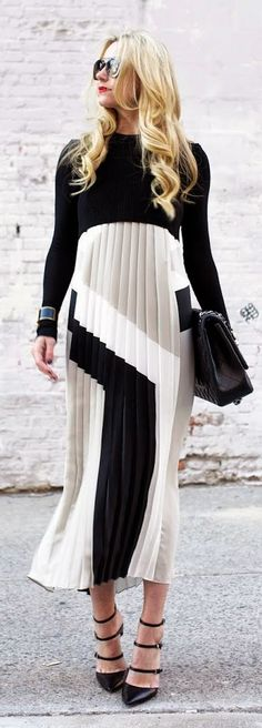 Black And White Graphic Accordion Pleat Maxi #street style #accessories