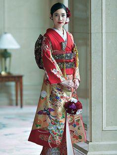 Japanese Kimono, Japanese Fashion, Wedding Kimono, Kimono Top, Sari, Hairstyle, Textiles, Costumes, Oriental