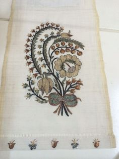 Folk Embroidery, Embroidery Suits, Beaded Embroidery, Machine Embroidery Designs, Embroidery Stitches, Turkish Pattern, Turkish Art, Gold Work, Thread Work