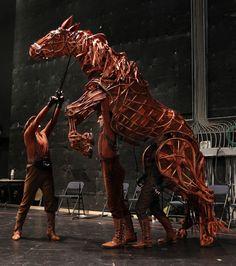Handspring Puppet Company (warhorse)