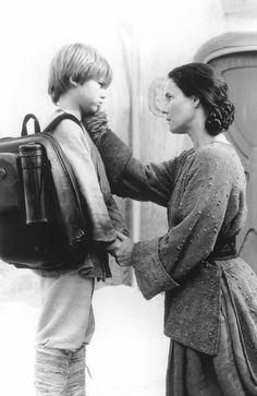 Still of Pernilla August and Jake Lloyd in Star Wars: Episode I - The Phantom Menace (1999)