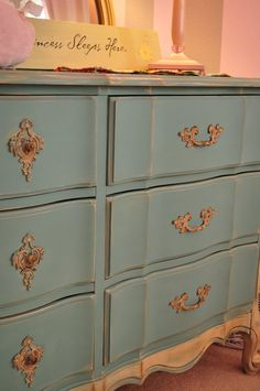 Annie Sloan Chalk Paint, Provence and accented in Old Ochre. Minimal distressing and Clear Wax from Vintage Charm Restored Blog