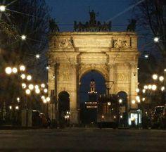 E Tram Milano va...verso l'Arco della Pace.... come se andasse a casa... Foto di Gualberto Zonda #milanodavedere Milano da Vedere