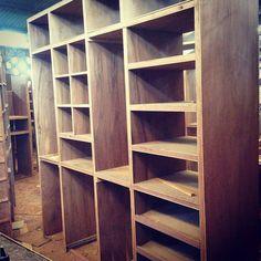 Fabricación de closet en madera de caoba y triplay de Tzalam #enproceso #excelenciaencarpinteria #grupotricasatumejoropcion