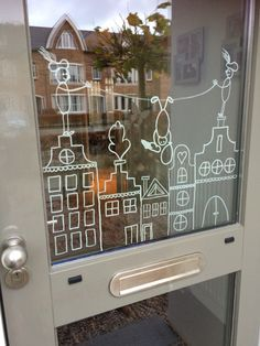 Free template and examples with chalk marker - Mamal Liefde.nl - Crayon window drawings Sinterklaas & Christmas with examples and free templates of canal houses – - Window Markers, Christmas Window Decorations, Chalk Markers, Window Art, Chalkboard Art, Diy For Kids, Christmas Crafts, Xmas, Diy And Crafts