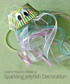 DIY Sparkling Jellyfish craft using cupcake liners/ ocean theme lesson Ocean Crafts, Vbs Crafts, Camping Crafts, Cute Crafts, Preschool Crafts, Under The Sea Crafts, Under The Sea Theme, Under The Sea Party, Under The Sea Decorations
