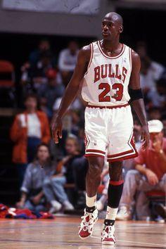 Michael Air Jordan wearing the white/red Carmine VI 6 shoes. Mike Jordan, Jordan Bulls, Michael Jordan Basketball, Nba Players, Basketball Players, Nike Basketball, Michael Jordan Pictures, Jeffrey Jordan, Basketball Photography