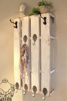 We have designed and built our newly designed Swedish wardrobe shelf especially for smal and palz-saving floorboards. Diy Pallet Furniture, Repurposed Furniture, Shabby Vintage, Shabby Chic, Rustic Wooden Shelves, Hallway Inspiration, Cottage Garden Design, Minimalist Home Decor, Ladder Decor