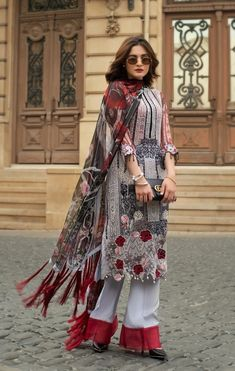 Slimming Fashion Tips .Slimming Fashion Tips Pakistani Fashion Party Wear, Pakistani Dresses Casual, Indian Dresses, Indian Outfits, Indian Fashion, Pakistani Clothing, Pakistani Salwar Kameez Designs, Salwar Designs, Pakistani Dress Design