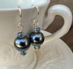 If you have five minutes, you can create these easy-to-make, yet absolutely stunning Black Glass Pearl Earrings. Yes, that's it. This beaded earrings tutorial could not be any easier.