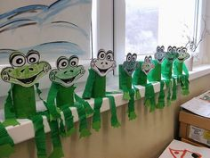 Home Frog craft idea # Toddler Crafts, Preschool Crafts, Diy Crafts For Kids, Art For Kids, Toilet Paper Roll Crafts, Paper Crafts, Hobbies And Crafts, Arts And Crafts, Frog Theme
