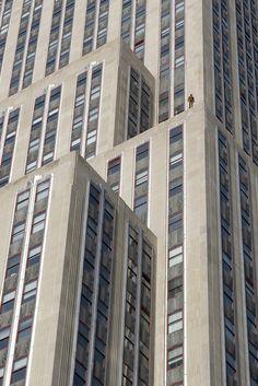 Antony Gormley--Event Horizon NYC--metal figure on Empire State Bldg. Antony Gormley Sculptures, Crosby Beach, Sir Anthony, Video Contest, Angel Of The North, Political Art, Installation Art, Art Installations, Outdoor Art