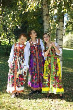 Russian traditional slavic dress, Sarafan from Pavlovo Posad russian shawl, Russian national costume, wool Russian Traditional Dress, Traditional Dresses, Folk Costume, Costumes, Frozen Costume, Quirky Fashion, Arte Popular, Russian Fashion, Historical Clothing
