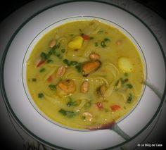 Reteta culinara Supa thai cu fructe de mare din categoria Supe/Ciorbe. Specific Tailanda. Cum sa faci Supa thai cu fructe de mare Curry Vert, Supe, Cata, Cheeseburger Chowder, Thai Red Curry, Cooking, Ethnic Recipes, Food, Seafood Soup