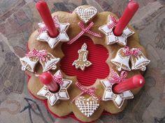 adventni-svicen Gingerbread Cookies, Christmas Decorations, Sugar, Desserts, Food, Gingerbread Cupcakes, Ginger Cookies, Meal, Christmas Decor