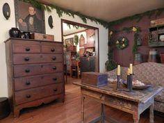 A Primitive Place ~ Primitive & Colonial Inpired Living Rooms Primitive Living Room, Primitive Homes, Primitive Kitchen, Country Primitive, Primitive Antiques, Colonial Furniture, Primitive Furniture, Home Furniture, Antique Furniture
