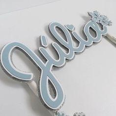 Topper para Bolo em Scrap  Um dos projetos dessa semana para uma Juju que também ama Frozen! Desejo muitas alegrias pra vcs, Liandra! Viva a Juju!!!❄❄