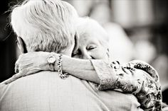 old couples in love are the CUTEST things ever. Old Love, This Is Love, Love Is Sweet, Older Couples, Couples In Love, Mature Couples, Forever Love, Forever Young, Image Couple