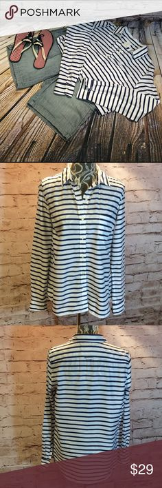 GAP FITTED BOYFRIEND NAVY & WHITE STRIPED BLOUSE Love this crisp white and navy button down. Super lightweight 100% cotton. Perfect for all season wear. Gap Tops Button Down Shirts
