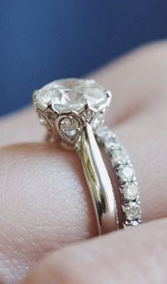 The delicate detail of this gorgeous diamond ring is stunning.
