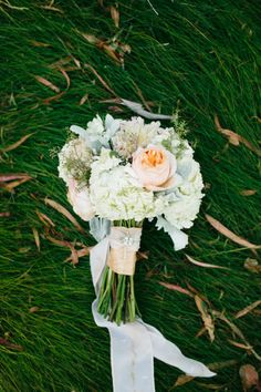 Love the wrap on Jonna's bouquet. Photography by mariannewilson.net #wedit